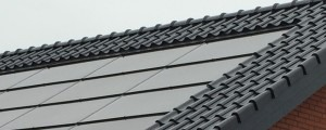 tagintegreret solcellepanel med tagsten sort