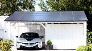 solceller installeret på træ carport