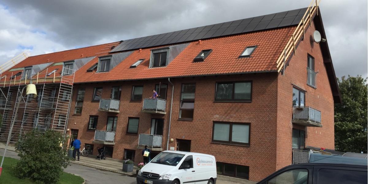 asylcenter grøn energi miljø solceller hældning montage på tegl monokrystallinske paneler