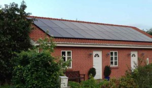 solcelle solcelleanlæg 24 solcellepaneler rød tegl