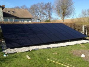 solcelle solcelleanlæg 29 stk solcellepaneler jordplaceret