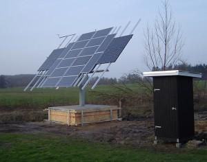 solcelle solcelleanlæg jord placeret solpaneler metal stativ