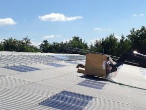 solcelle solcelleanlæg kran hejser solpaneler