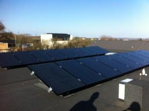 solcelle solcelleanlæg monokrystalin montage fladt tag
