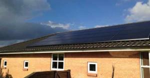 solcelle solcelleanlæg monteret tegltag aleos solar monokrystalin